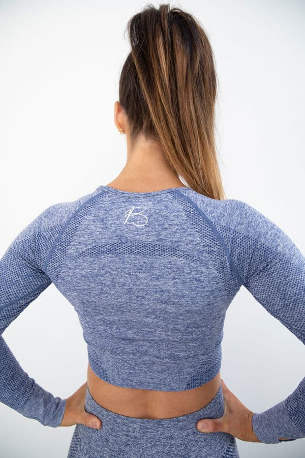 botthms model wearing blue seamless set